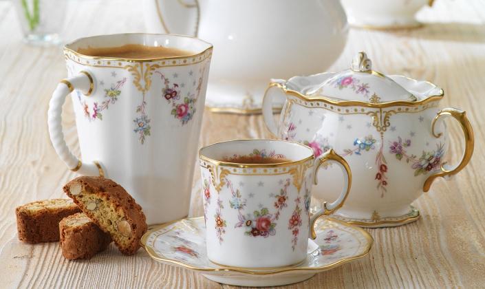 & Royal Antoinette - Royal Crown Derby - Bone China - Dinnerware